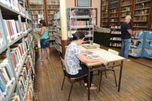 Livros são opção de lazer e cultura nas férias